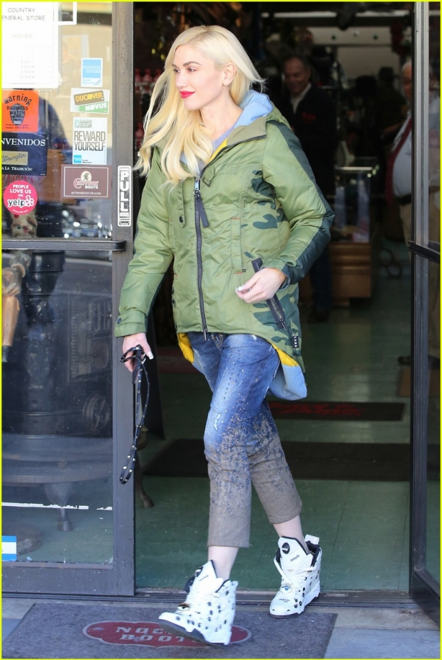 gwen-stefani-shops-for-western-wear-03