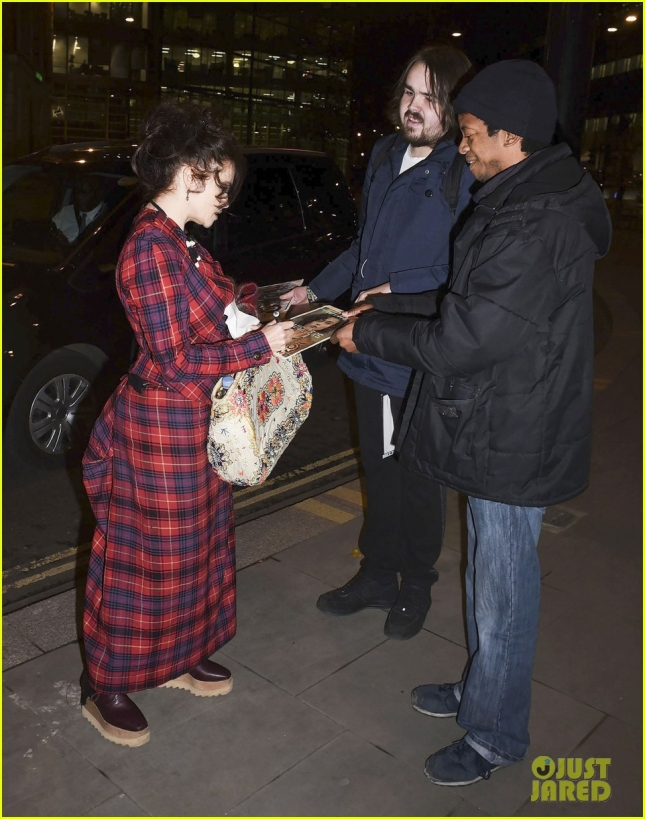 helena-bonham-carter-curtsies-for-the-cameras-in-london-03