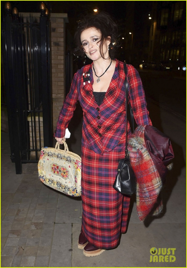helena-bonham-carter-curtsies-for-the-cameras-in-london-08