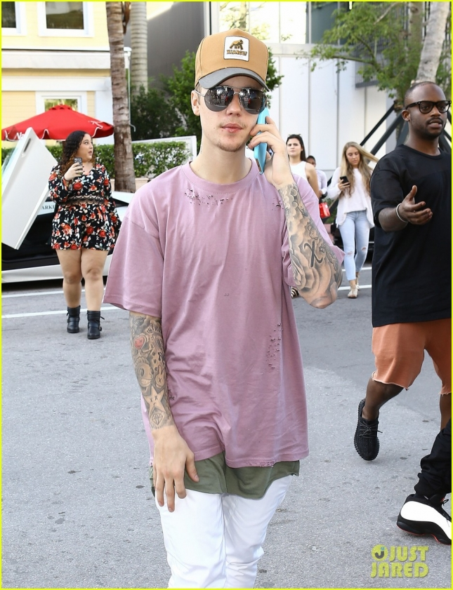 Justin Bieber Steps Out In Miami