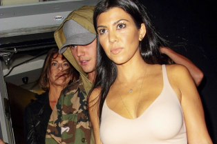 justin-bieber-kourtney-kardashian-romance-rumors-heating-up-02