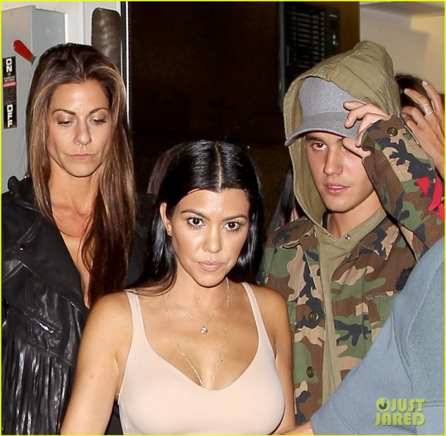 justin-bieber-kourtney-kardashian-romance-rumors-heating-up-07