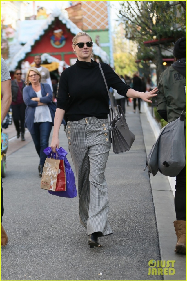 Kate Upton and a male companion shopping at The Grove