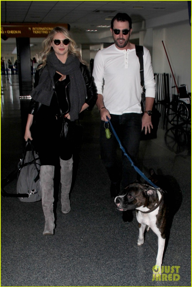 kate-upton-justin-verlander-travel-with-their-pet-pooch-01