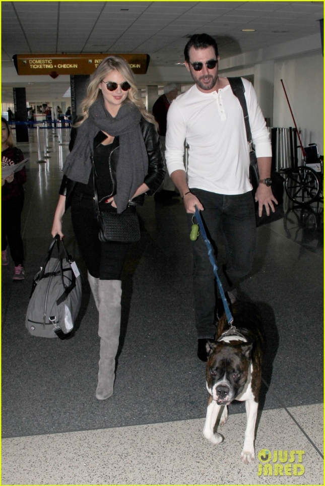 kate-upton-justin-verlander-travel-with-their-pet-pooch-20
