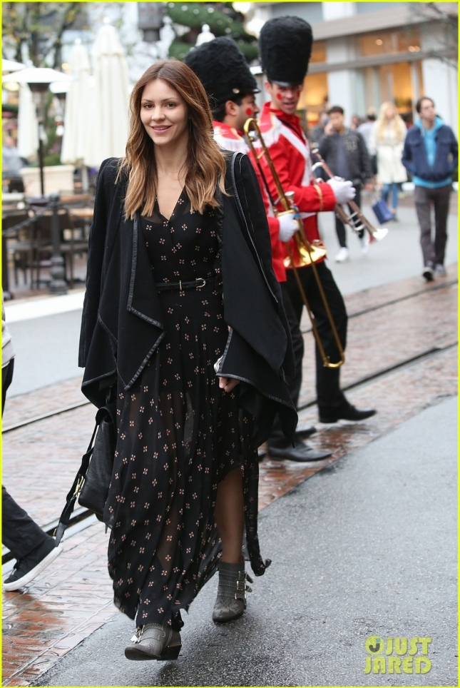 Katharine McPhee enjoys Santa Clause house at The Grove.