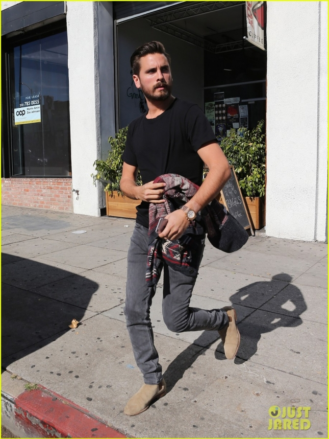 Exclusive... Scott Disick Gets A Haircut