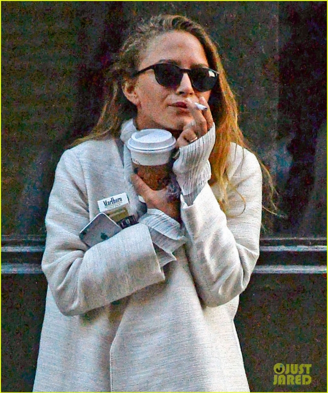 mary-kate-olsen-wedding-band-photos-02