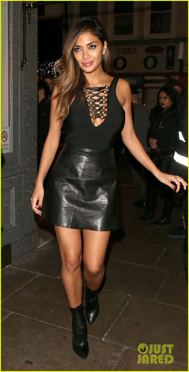 nicole-scherzinger-looks-stunning-in-leather-in-UK-01