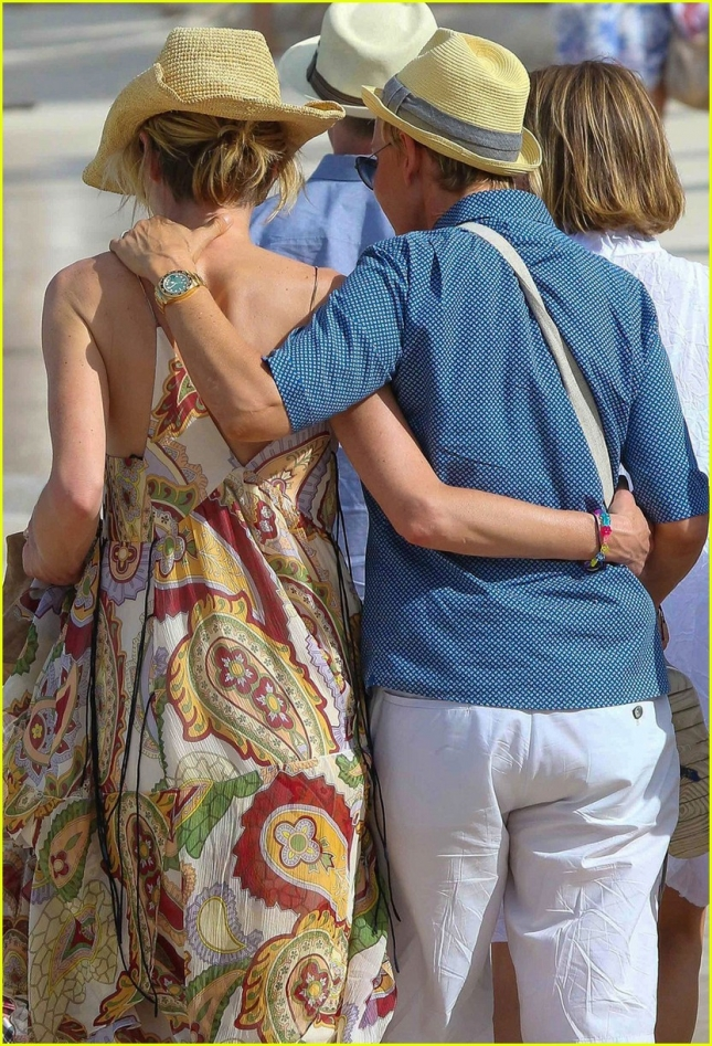 portia-ellen-celebrate-christmas-in-st-barts-29