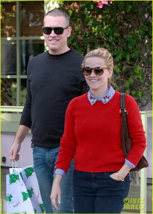 reese-witherspoon-jim-toth-holiday-lunch-02