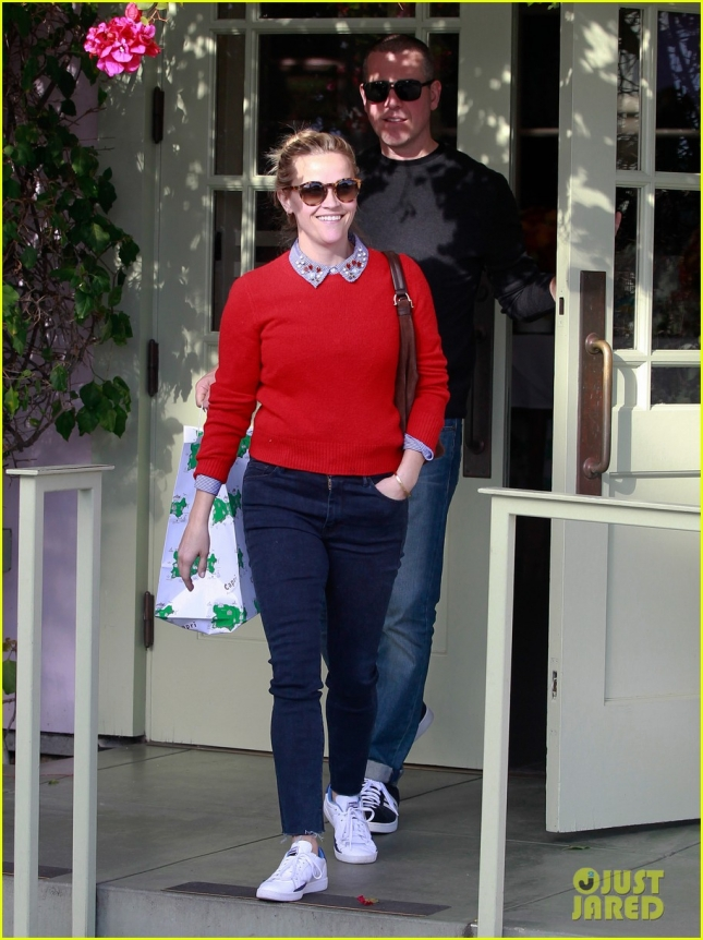 reese-witherspoon-jim-toth-holiday-lunch-03