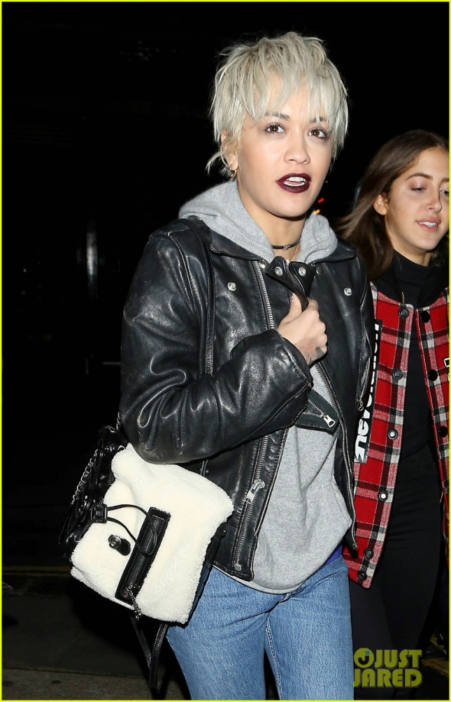 rita-ora-debuts-a-new-platinum-pixie-cut-02