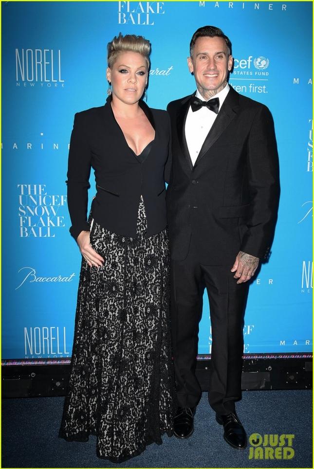Пинк с мужем