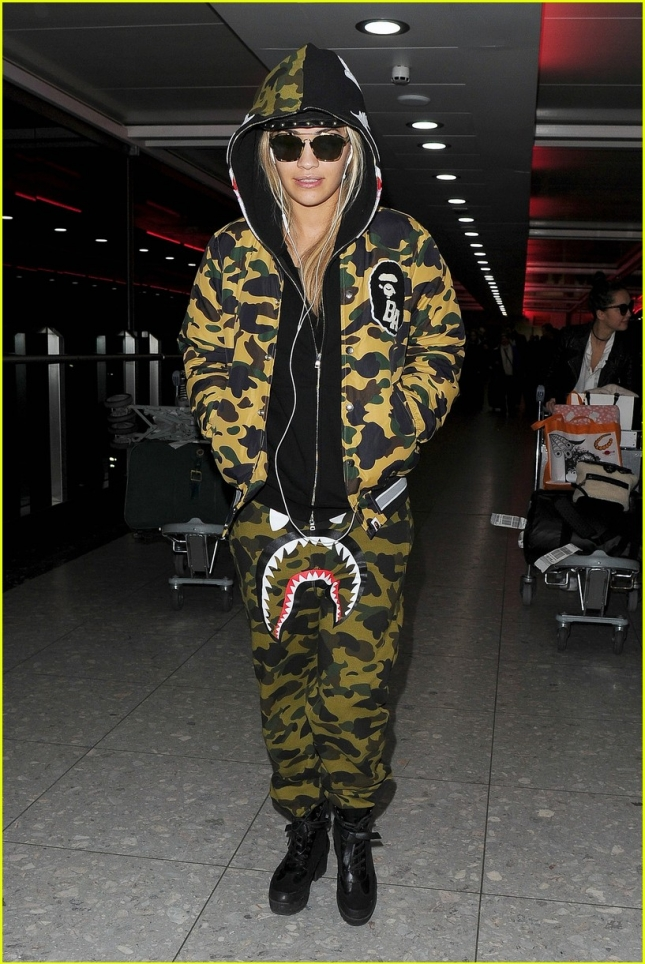 rita-ora-returns-homoe-food-poisoning-01