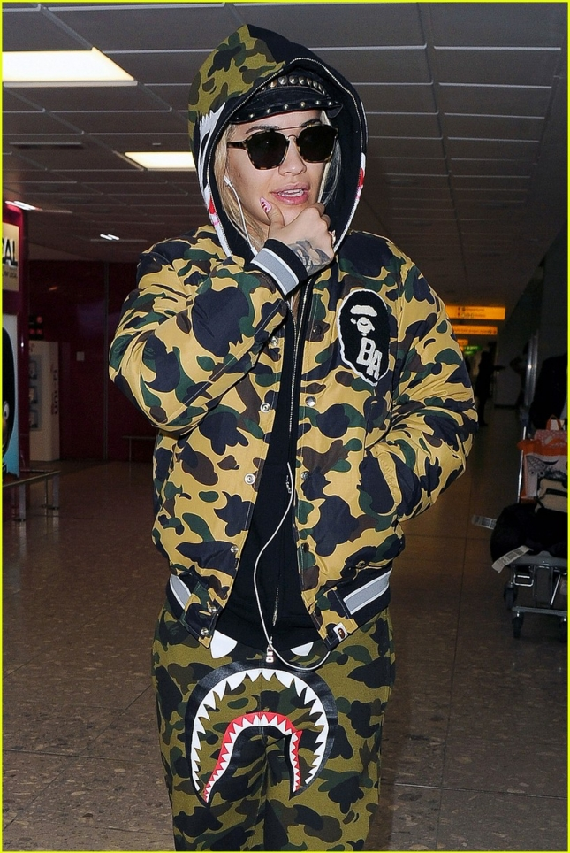 rita-ora-returns-homoe-food-poisoning-07