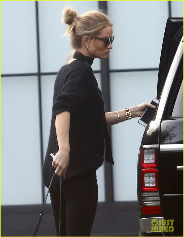 Rosie Huntington-Whiteley Stops By An Office In Los Angeles