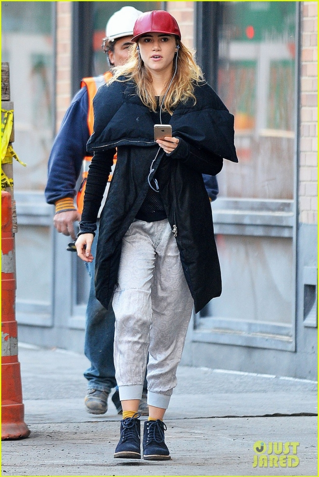 Exclusive... Suki Waterhouse Out And About In NYC