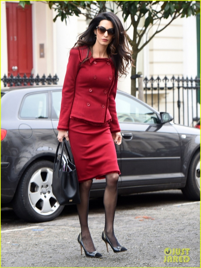 amal-clooney-starts-the-week-as-the-lady-in-red-01
