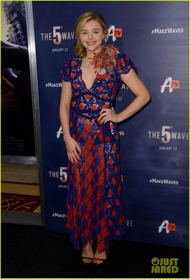 chloe-moretz-awesomeness-tv-fan-screening-the-5th-wave-01