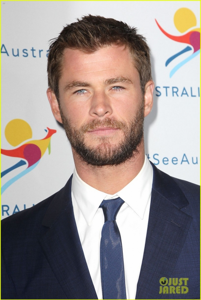 chris-hemsworth-remains-coy-about-miley-and-liams-engagment-07