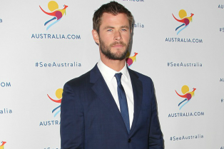 chris-hemsworth-remains-coy-about-miley-and-liams-engagment-10