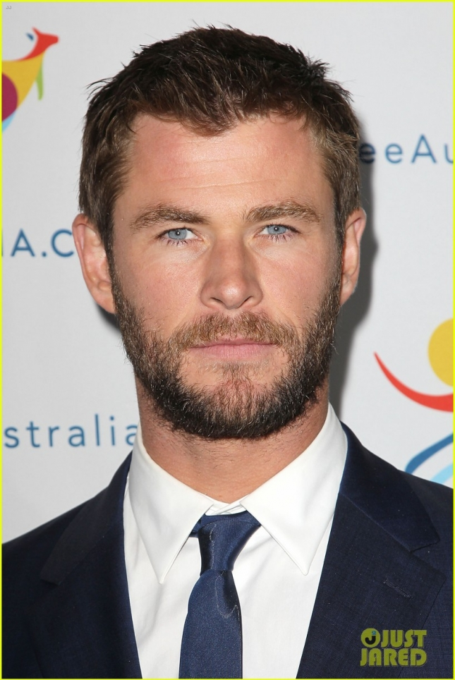 chris-hemsworth-remains-coy-about-miley-and-liams-engagment-14