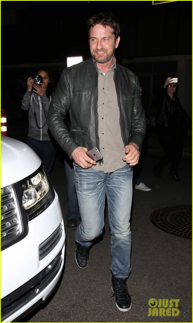 gerard-butler-enjoys-a-night-out-01
