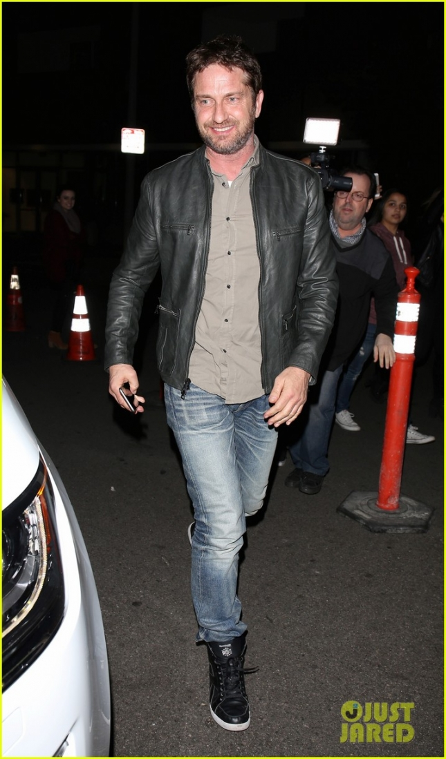 gerard-butler-enjoys-a-night-out-11