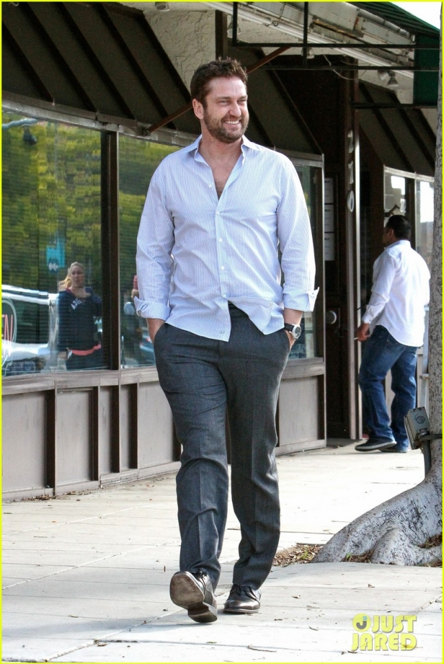 gerard-butler-grabs-sushi-in-beverly-hills-15