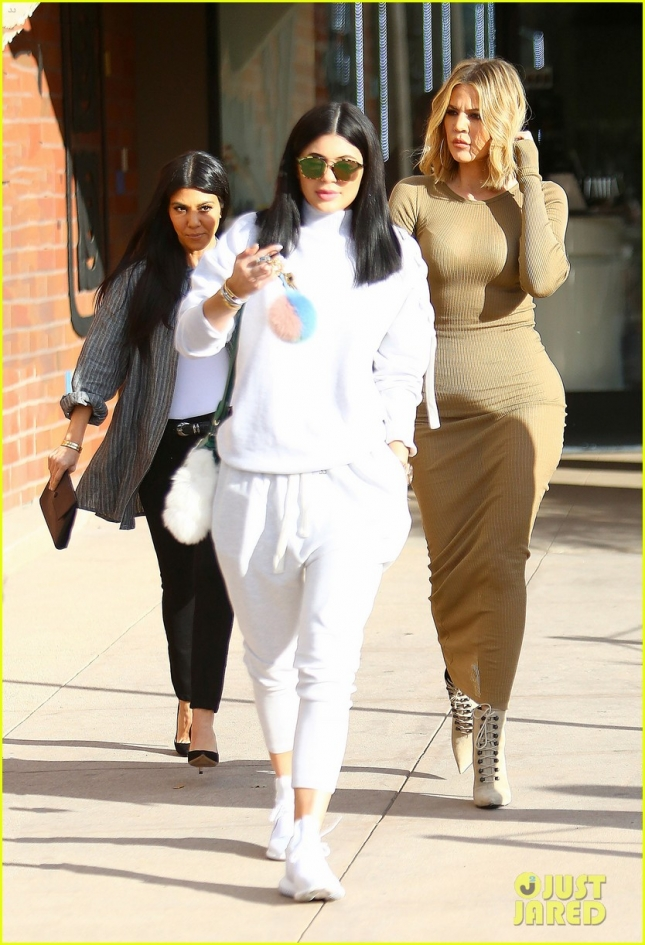 kylie-jenner-khloe-kourtney-kardashian-spend-girls-day-together-03