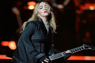 madonna-wishes-mercy-hbd-on-stage-in-miami-15
