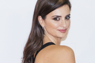 penelope-cruz-jose-maria-forque-awards-10