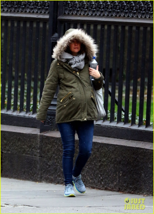Rose Byrne Keeps Her Baby Bump Warm