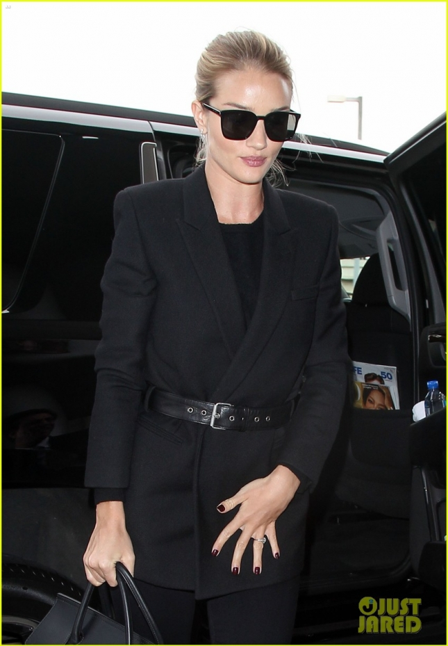 Rosie Huntington-Whiteley Catches A Flight At LAX