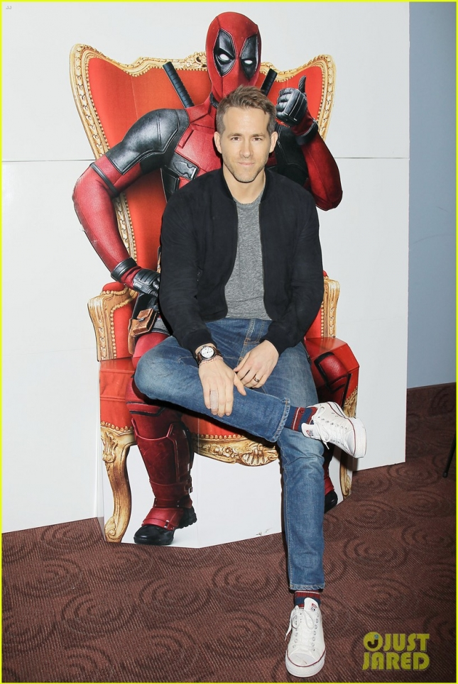 ryan-reynolds-sits-on-deadpools-lap-at-nyc-fan-screening-01
