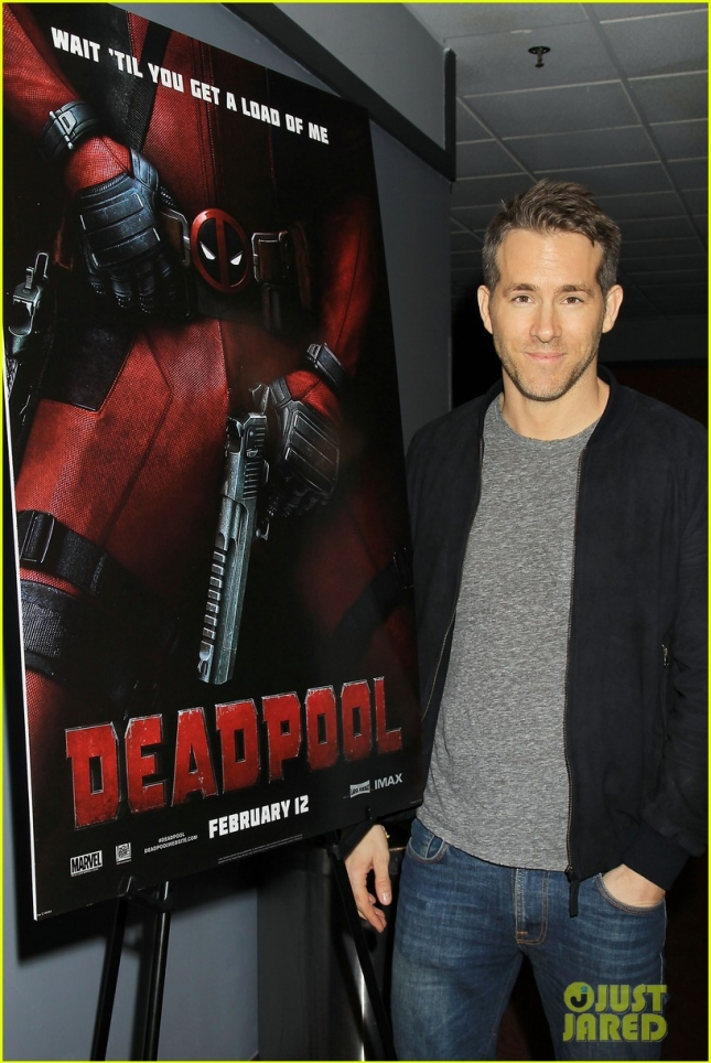 ryan-reynolds-sits-on-deadpools-lap-at-nyc-fan-screening-02