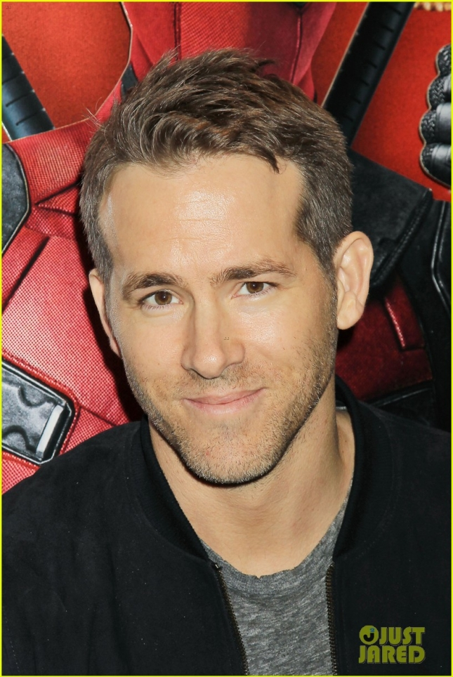 ryan-reynolds-sits-on-deadpools-lap-at-nyc-fan-screening-04