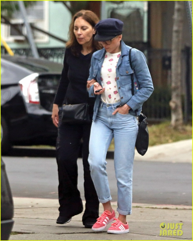 Scarlett Johansson Has Lunch With Her Mother Melanie Sloan