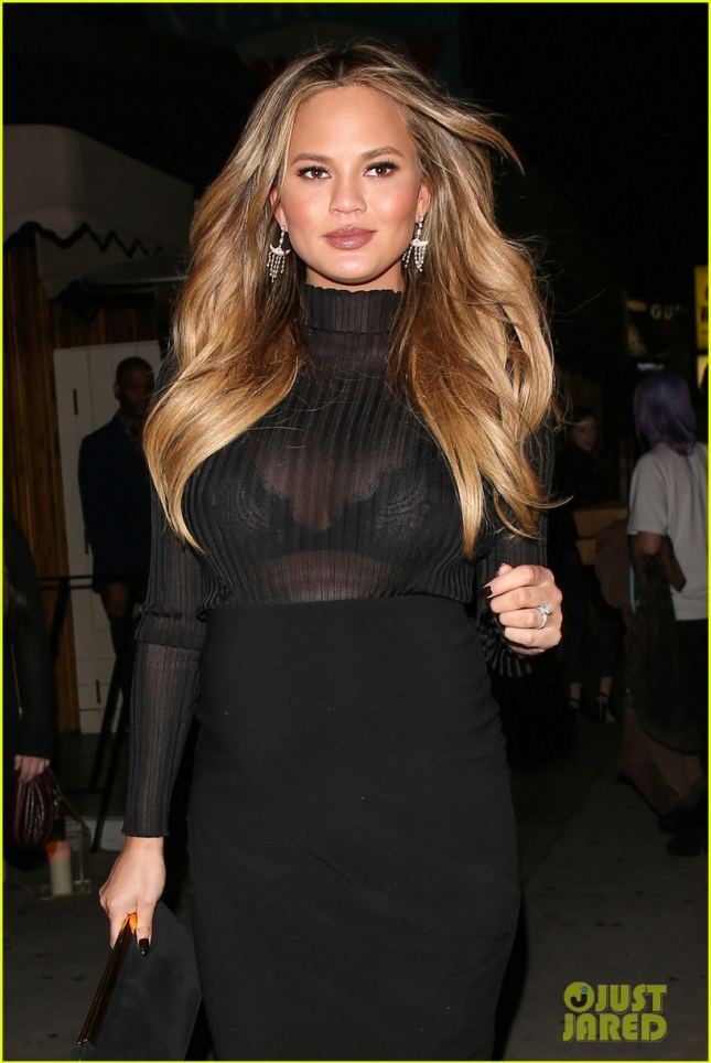chrissy-teigen-dresses-up-her-bump-for-night-out-06