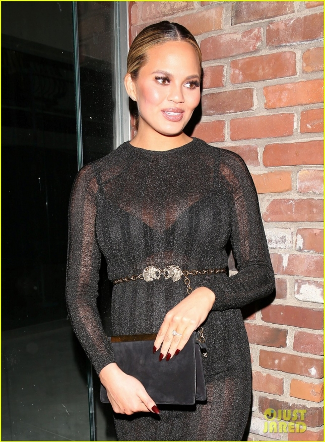chrissy-teigen-has-a-pregnancy-glow-flaunts-bigger-bump-33