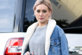 hilary-duff-rocks-pink-hair-at-the-gap-14