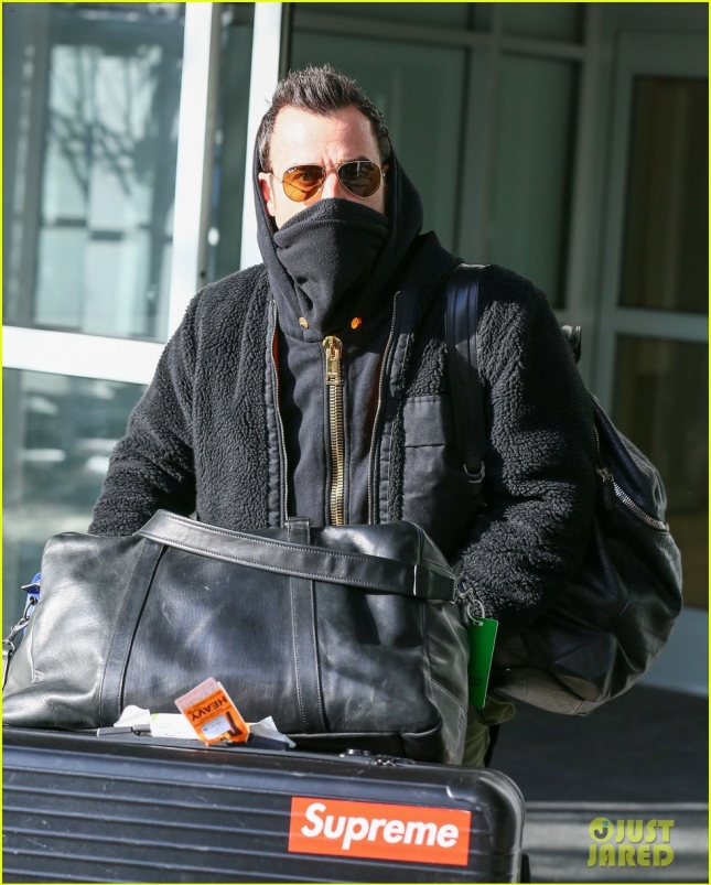 Justin Theroux Touches Down At JFK Airport