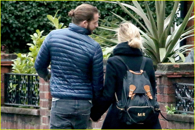 margot-robbie-heads-to-new-york-with-boyfriend-tom-ackerley-31