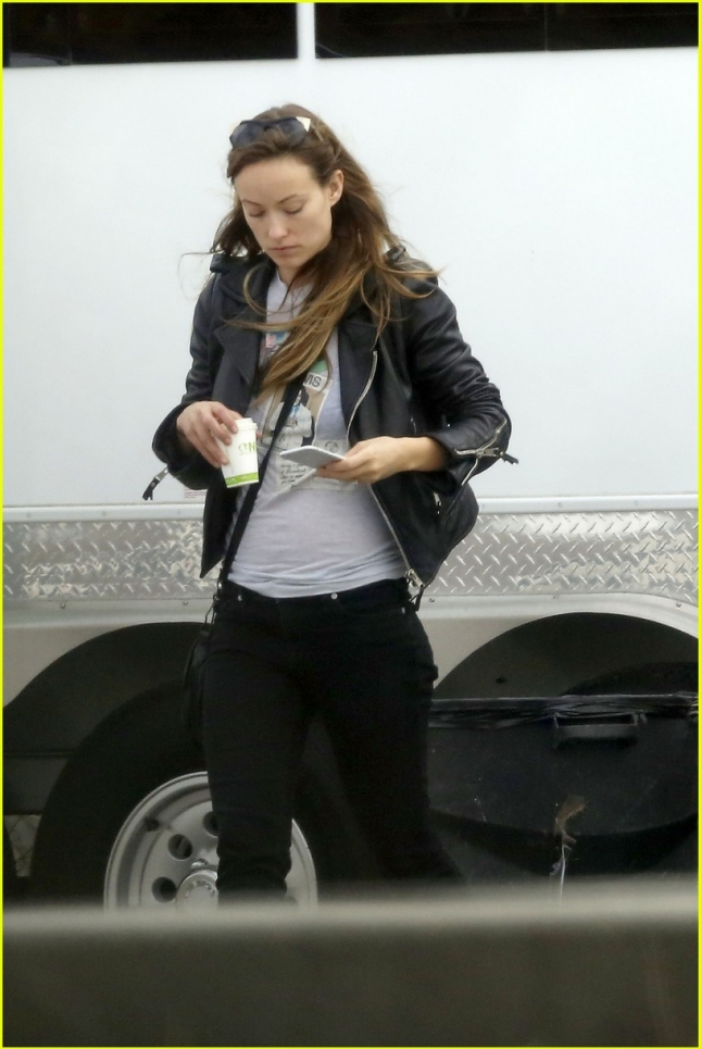 olivia-wilde-and-jason-sudeikis-have-interesing-valentines-day-plans-03