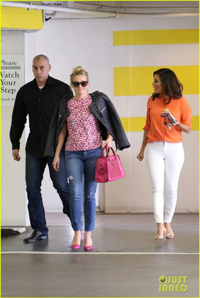 reese-witherspoon-eva-longoria-chat-it-up-05